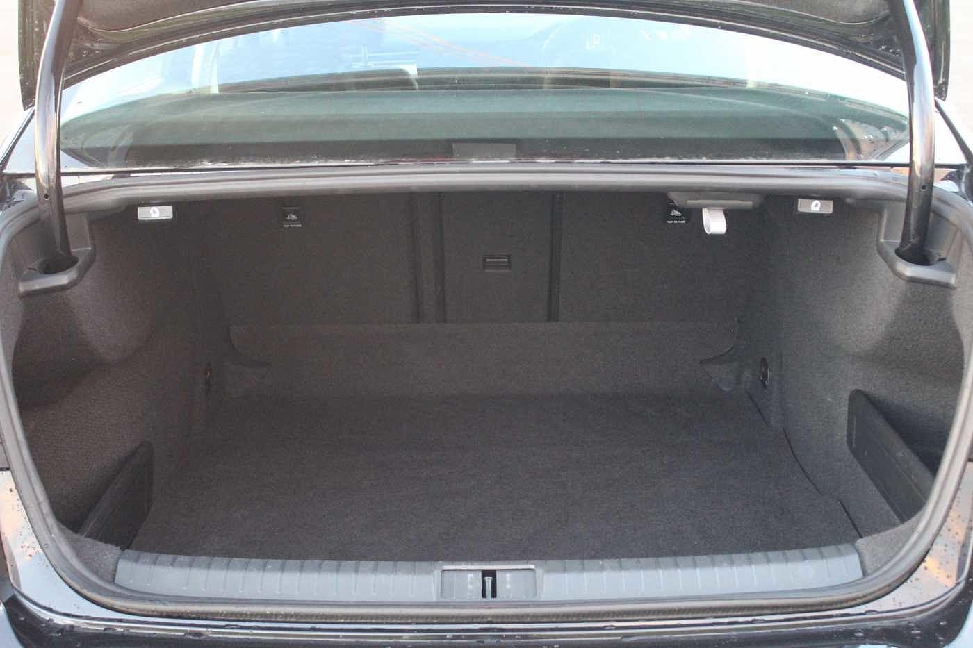 Volkswagen Passat 1.6 TDI SE (120 PS)