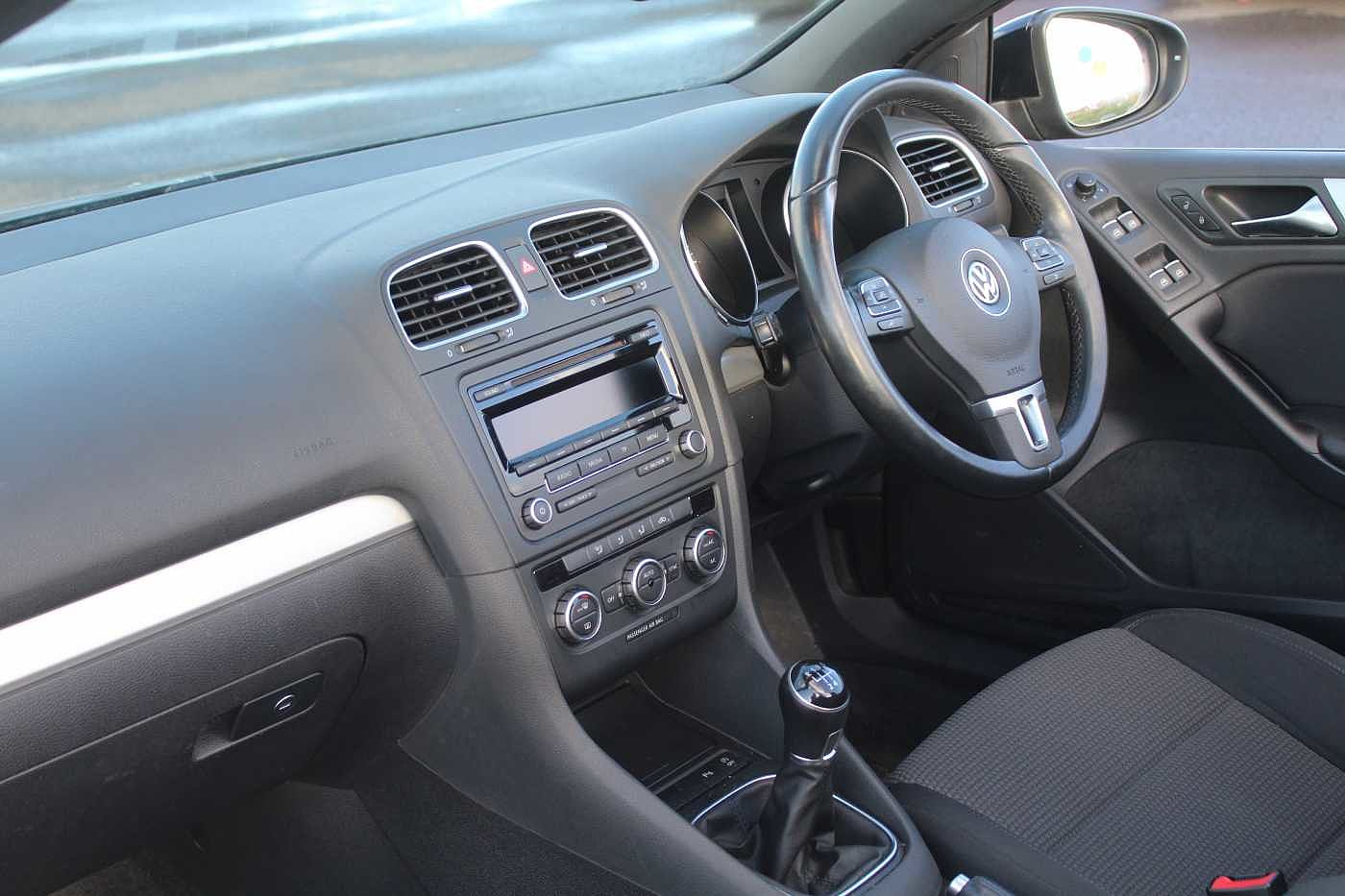 Volkswagen Golf 1.6 TDI SE Bluemotion (105 PS) Cabriolet