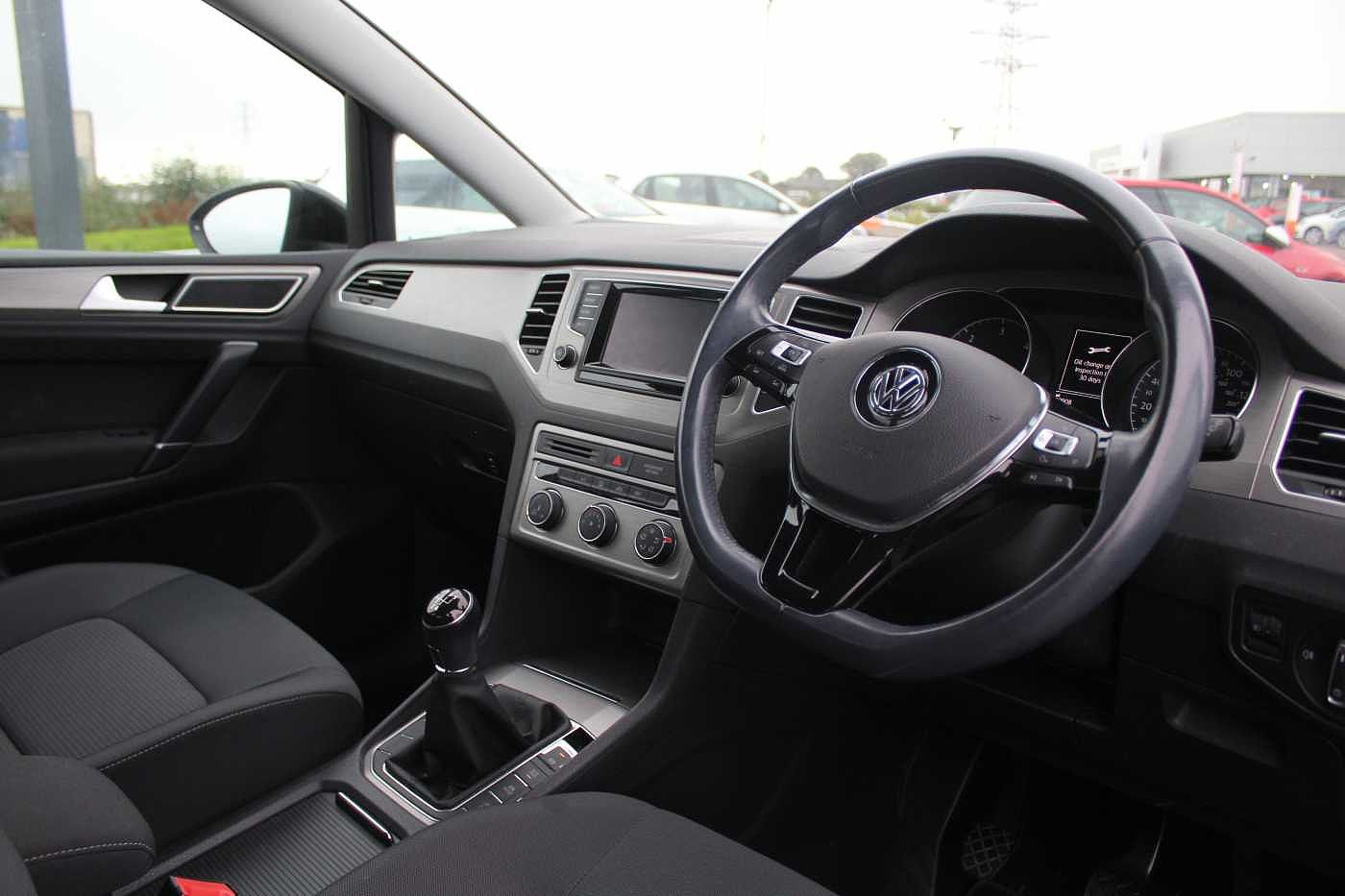 Volkswagen Golf SV Images
