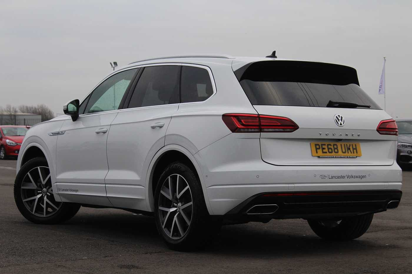 Volkswagen Touareg Images