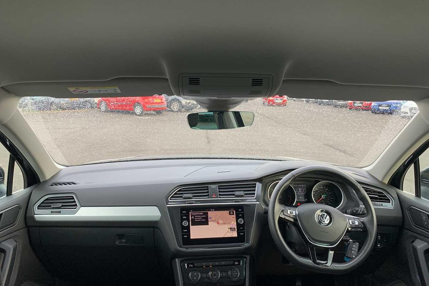 Volkswagen Tiguan Images